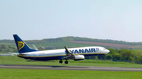 billiga flyg till paris ryanair